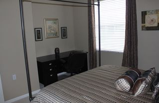 Bonita Springs townhome photo - Guest bedroom with queen size bed and desk