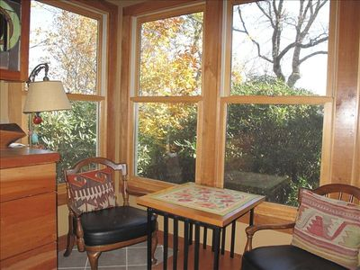 Blowing Rock house rental - Delightful Kitchen sitting area to enjoy view and rhododendron forest