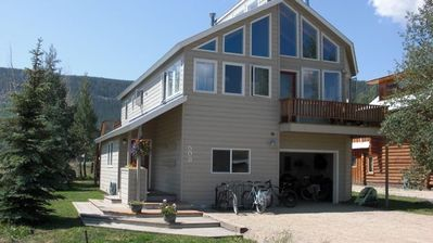 Spacious home with 2 decks, HOT TUB, big views and steps to the free ski shuttle