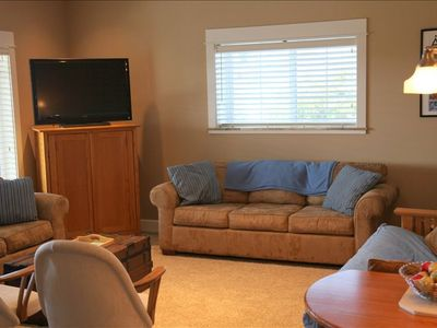 Lincoln City house rental - Lower Level: Recreation Room with plenty of seating and flat screen TV.
