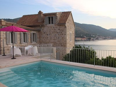 SUPERB VIEWS, NEAR SEA, SHOPS, RESTAURANTS, ON UNSPOILT ISLAND OF VIS, FREE WIFI - Jasmine luxury villa + private pool, 3 bedrooms, with free wifi