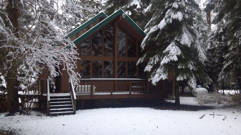 Yakima riverfront property with year round homeaway for Cle elum lake cabins