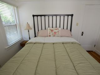 Long Beach bungalow photo - Get a Great Night's Sleep in this Cozy Bedroom! Fresh Linens Provided.