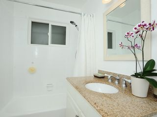 Malibu apartment photo - Full bath with tub/shower and granite counter top