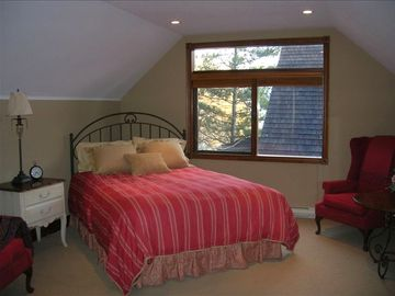 Shuswap Lake house rental - luxurious loft with ensuite