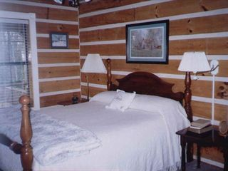 Fall Creek Falls cabin photo - Downstairs Bedroom at Piney Creek's Hemlock Haven