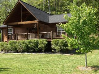 Hayesville cabin photo - Devin's Den, Beautiful log sided cabin