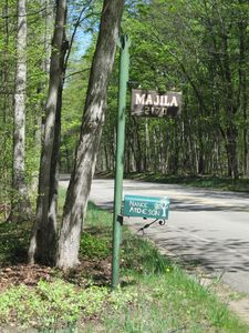 Sign and mailbox at top of private wooded driveway.