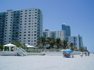 Hollywood Beach condo photo - Beach