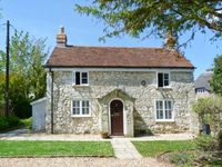 WEIRSIDE COTTAGE, character holiday cottage in Brighstone, Ref 21801