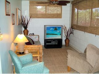 Kihei cottage photo - View of living room w/fold-out sofa hide a bed.