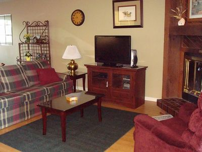 Living Rm: Flatscreen/Cable/DVD/Wood-burning fireplace! (Loveseat not in pic!)