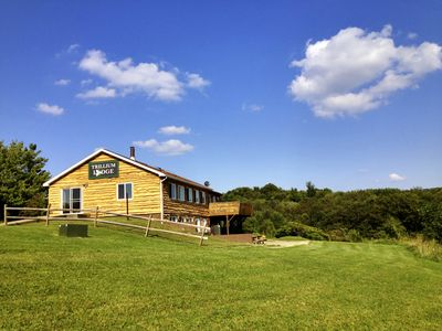 Trillium Lodge waits for you! 40 acres with a beautiful view & plenty of roo