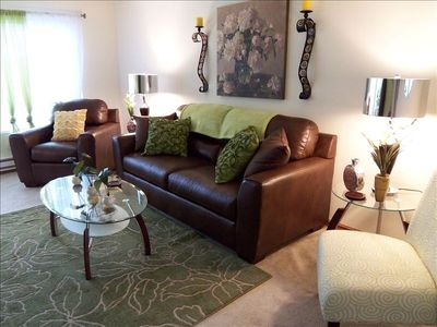 Nicely decorated living room - plenty of seating and queen sized sleeper sofa