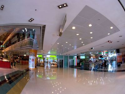 Shopping Mall, Eateries and Restaurants right on the premises