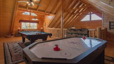 Large Game Room,Pool Table, Air Hockey,PS2,TV&DVD Player, Queen Sleeper,Futon