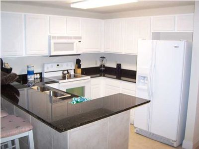 FULLY LOADED KITCHEN WITH GRANITE COUNTER TOPS