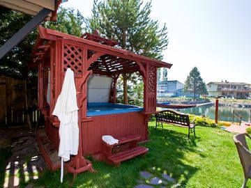 Relaxing hot tub that accommodates six. Enjoy the soothing bubbles and views.