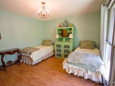 Agave Room..2 twin beds w/ view of lawn. Washer/dryer in closet. Hall bath.