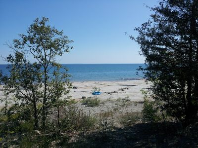 Great Cdn Shield rocks to bathe & swim from Craigleith Provincial Park.