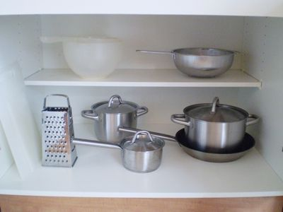 Cookware is provided.