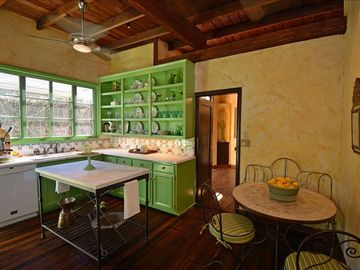 Country Kitchen CASA LINDNEHURST