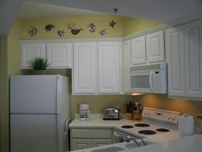 Full-size Kitchen with GE appliances
