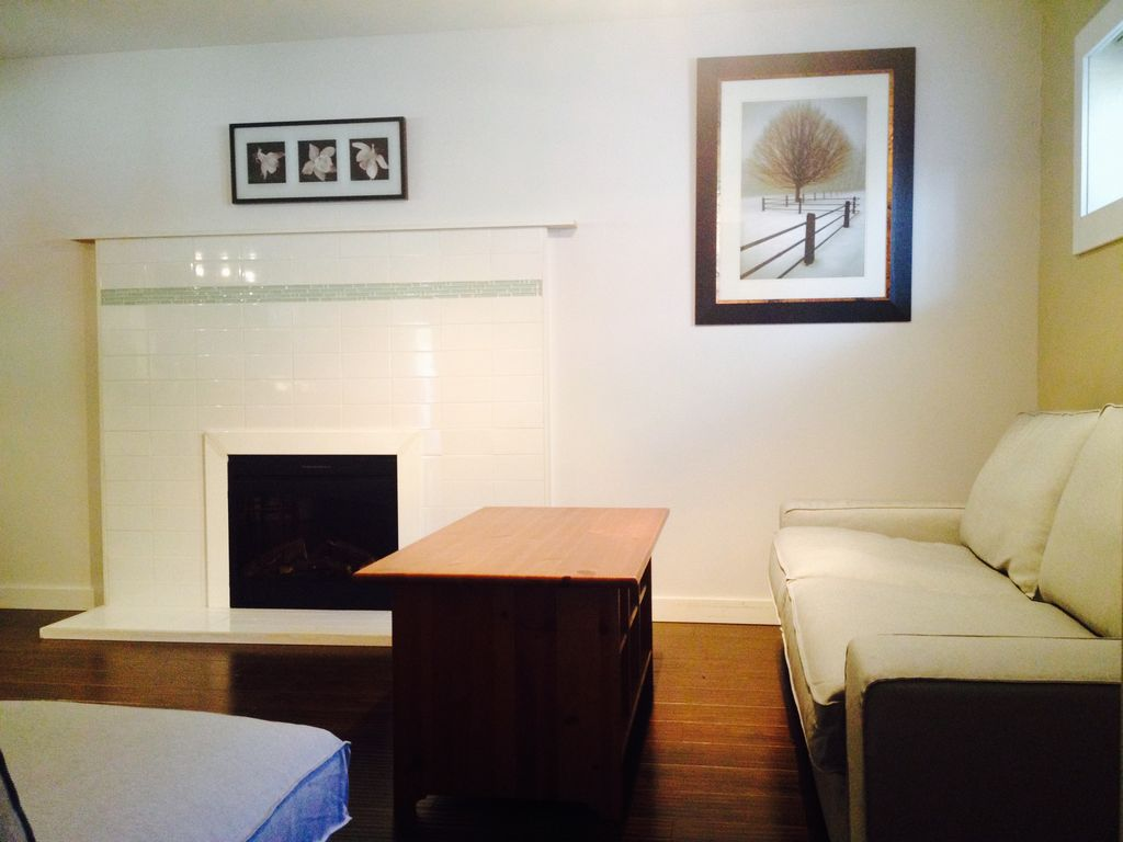 Modern 2 Bedroom Den And 1 5 Bathroom Vrbo