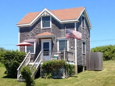 Whitegate cottage july 4th to 11th only vrbo for Block island cottage