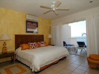 Puerto Vallarta villa photo - Another gorgeous bedroom with balcony