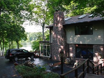 Year round Secluded lakefront Luxurious Lakehouse-90 min from Chicago