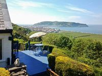 TWO BAYS AND THE ORME VIEW COTTAGE in Llandudno, Ref 916055