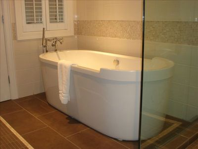 En-Suite Soaker Tub