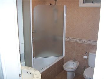 FULL CLASSIC ITALIAN TILED LARGER BATHROOM (TUB & SHOWER)