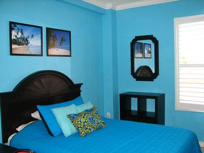 Hollywood Beach studio rental - Sleeping area with queen bed