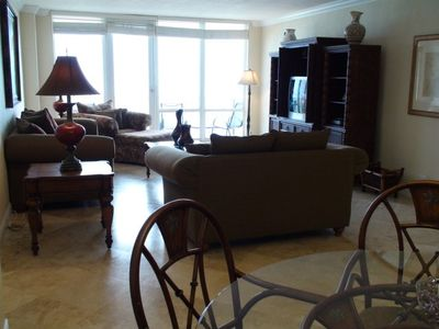 HAVANA CONDO (2/2, 1600 sq ft, sleeps 8):living