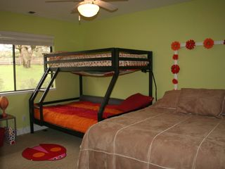 Healdsburg house photo - Bedroom 3: Bunk Beds and Queen Bed