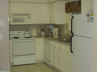 Lake Ozark condo photo - Fully Equipped Kitchen