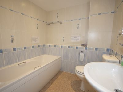 Jersey apartment rental - Ensuite bathroom