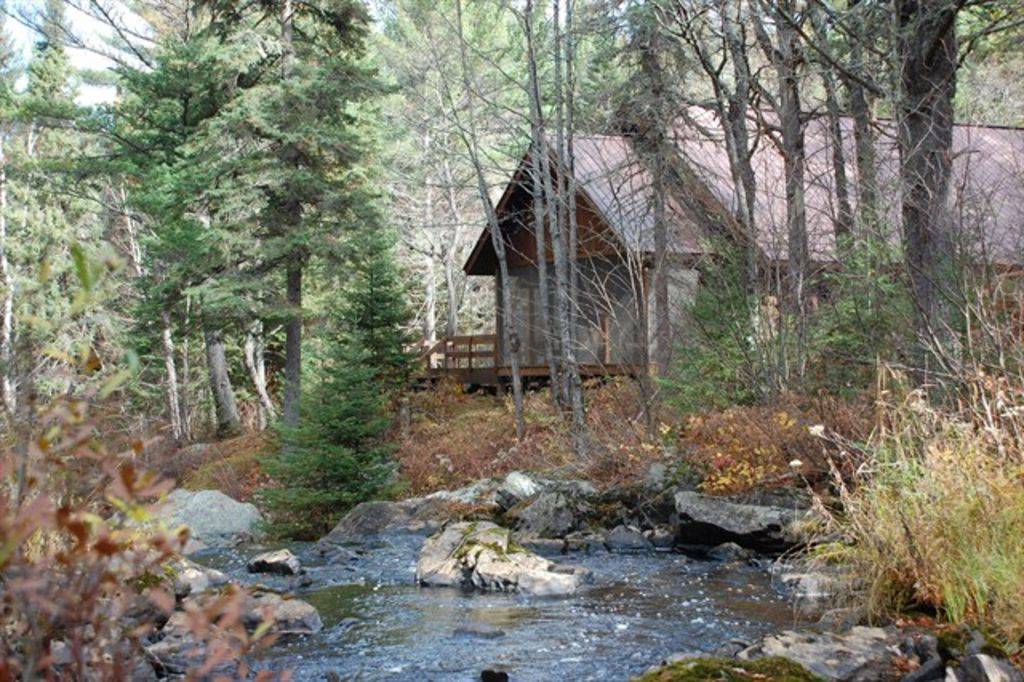 Upper peninsula michigan holiday cabin waterfalls at your for Fishing cabins in michigan