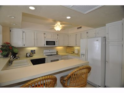 Kailua Kona condo rental - Kitchen & Bar