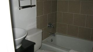 Austin house photo - Modern bath next to upstairs bedroom