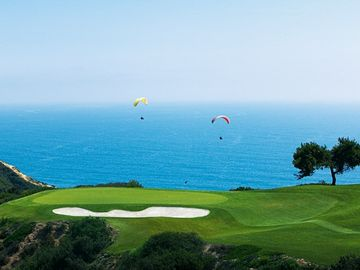 World famous Torrey Pines Golf Course just a 5 minute drive away.