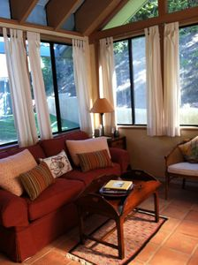 Private sunroom: queen sleeper sofa & table for 4; outdoor jacuzzi access.