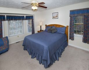 Luray lodge photo - Master suite with a super comfy king bed