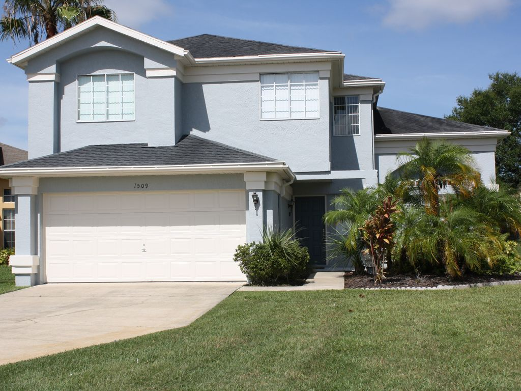 Spacious 4 bedroom home sw facing pool wireless internet for Four bedroom house with pool