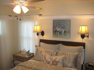 Long Beach apartment photo - Romantic bedroom with queen size pillow-top bed. Small writing desk by the bed.