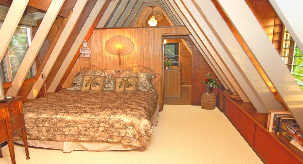 The Master King Bedroom Is Spacious And Has Views To The Beach And Ocean.....