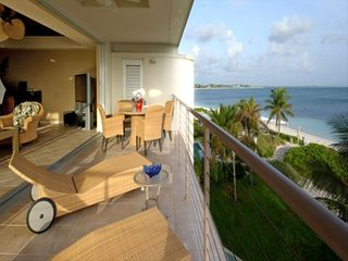 Providenciales - Provo condo photo - Penthouse balcony opening up to living area