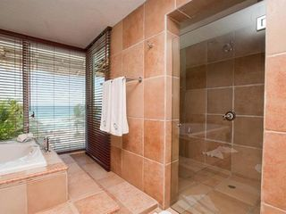 Playa del Secreto villa photo - Giant shower with rain bath